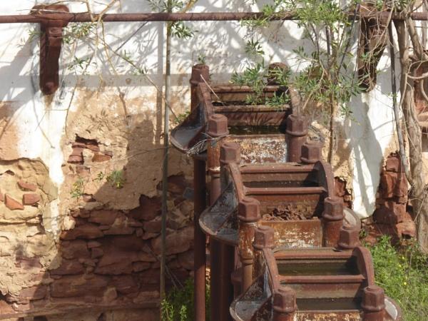 Rusty water well... by Chinga