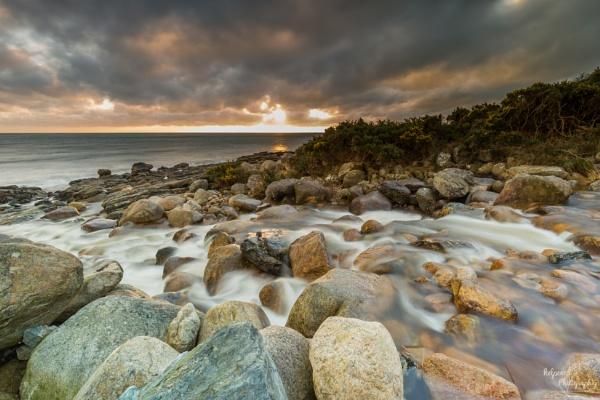 Sunrise on the rocks by PMWilliams