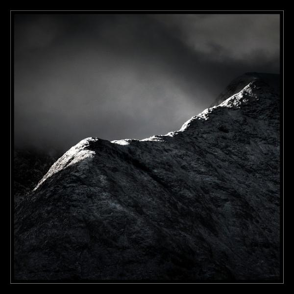 The Ridge to Stob Ghabhar. by Vambomarbleye