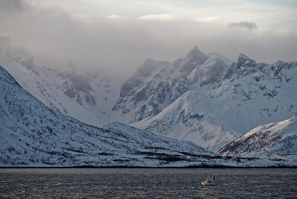 Snow Peaks by gerryg