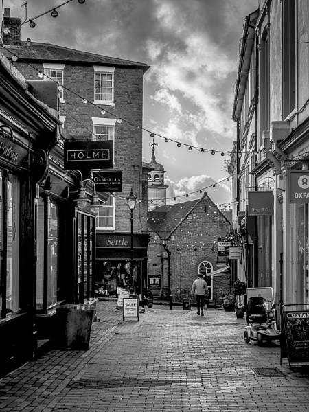 TUNBRIDGE WELLS, KENT/UK - JANUARY 5 : View of the Pantiles in R by Phil_Bird