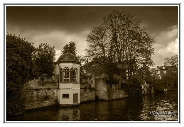 Bruges canal by IainHamer