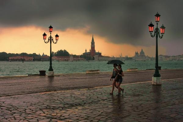 Rain in Venice by sandwedge