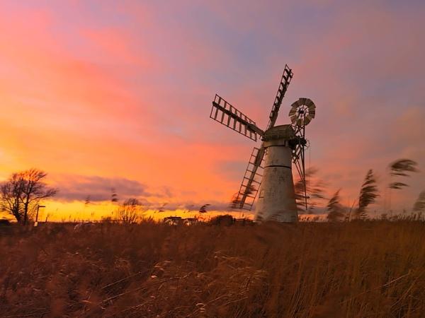 Thurne Sunset by mlanda