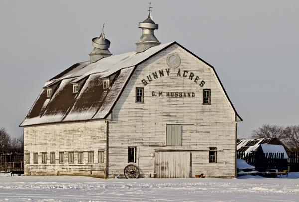 Crooked top barn by waltknox
