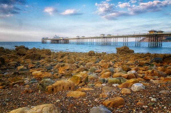 Lllandudno Pier by Kenfromsot