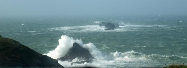 Rough seas by JuBarney