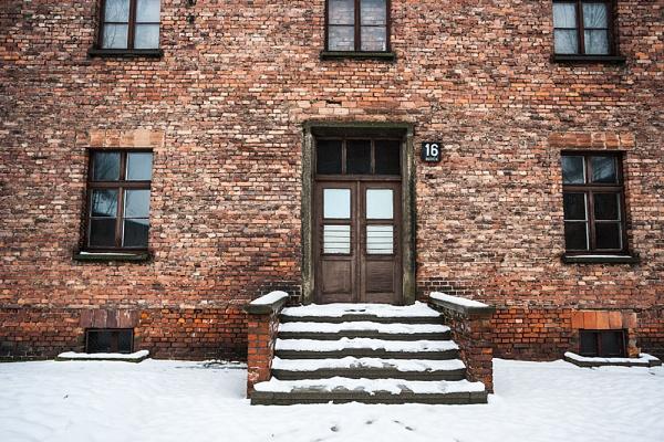 Block 16 Auschwitz by rontear