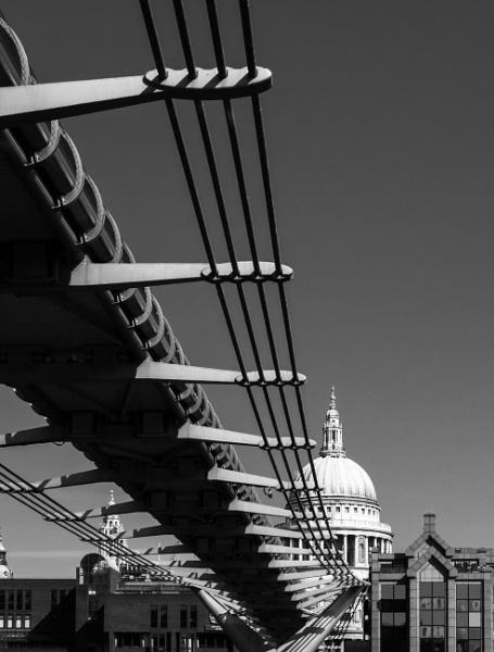Millenium Bridge by munroman