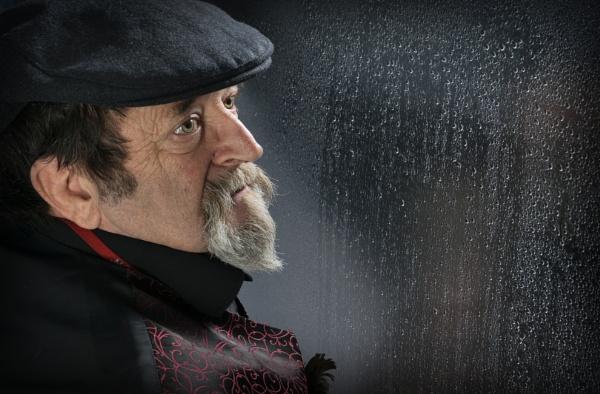 Watching the rain by deavilin