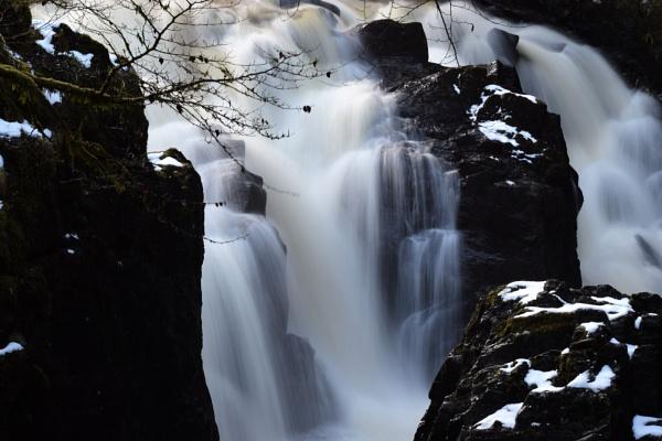 Black Linn Falls by davyskid