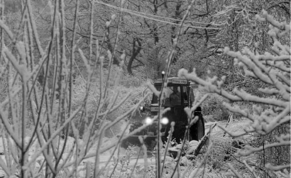 Snow plows machine
