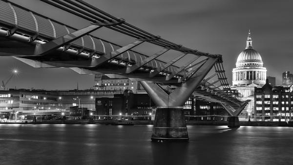 Millenium Bridge by Les_Cornwell