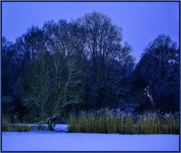 across frozen Connaught Waters... by estonian