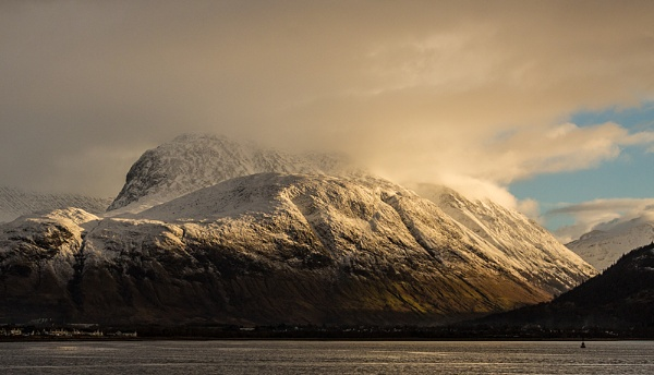 Weather conditions Light on the Ben by rontear