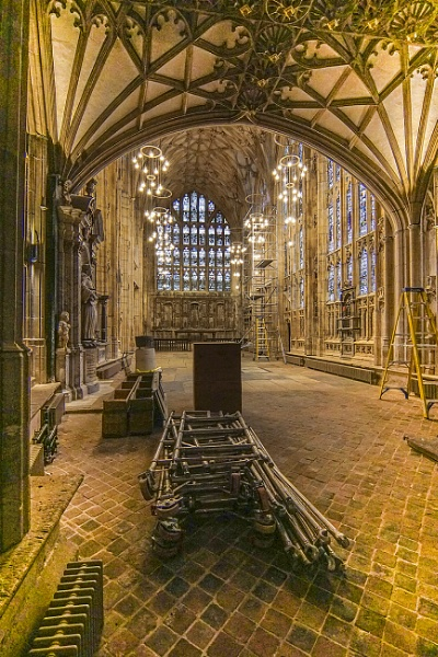 Gloucester Cathedral under going repairs by deavilin