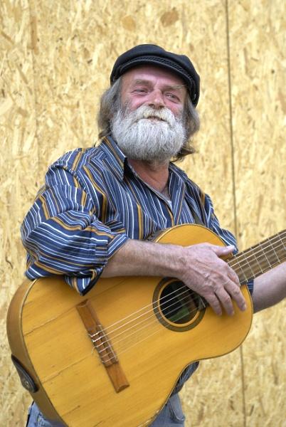Street musicisn by luminus