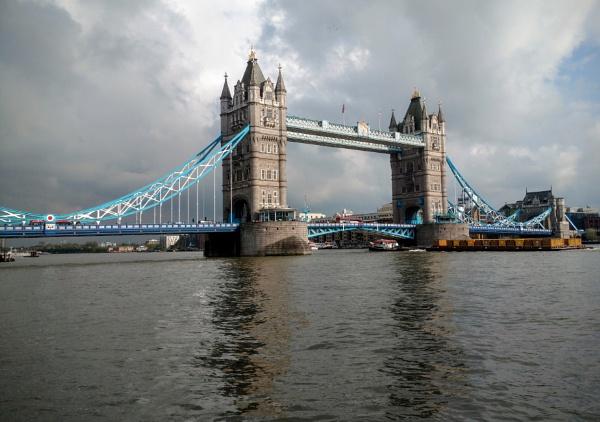 Tower Bridge by grahammooreuk