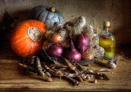 Still Life : Winter Squash, Borlotti Beans & Garlic