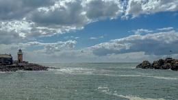 Photo : Exit to the Irish Sea.