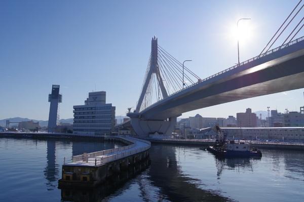 Aomori Bay Bridge by sato