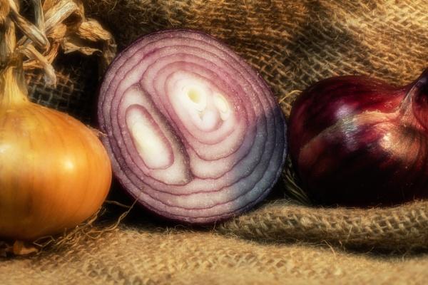 Onions by Les_Cornwell