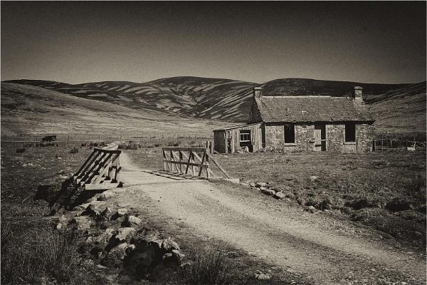 Glenmoy Bothy by MalcolmM