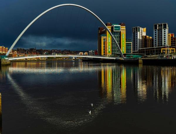 millennium bridge by Gordonsimpson