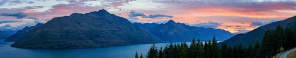Lake Wakatipu Sunset by jasonrwl