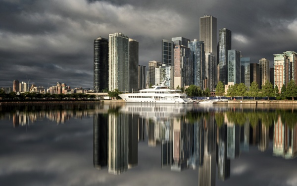 Cloudy Chicago by nickmoulds