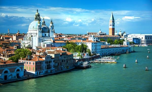 Venecia by Azteca