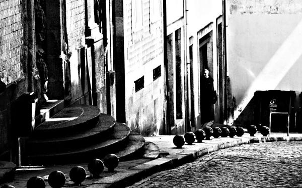 En la puerta. by femape
