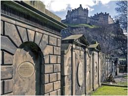 Photo : Castle & Graves