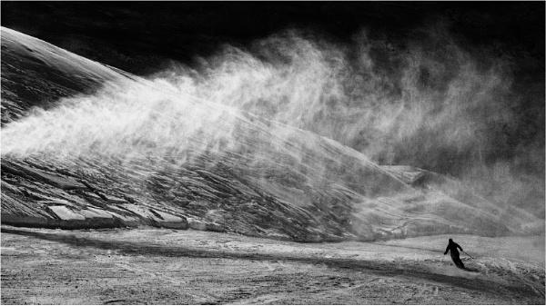 lone skier - mono version by fredsphotos