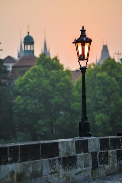 Amanecer en Praga by Azteca