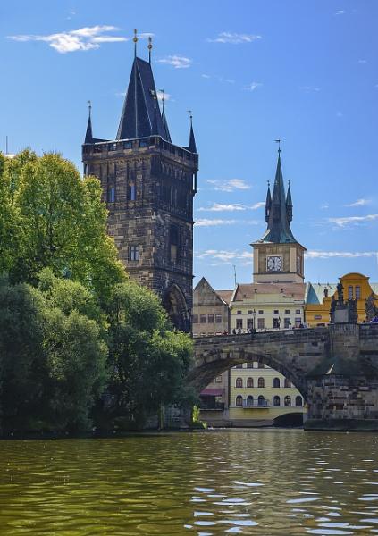 Praga desde su río by Azteca