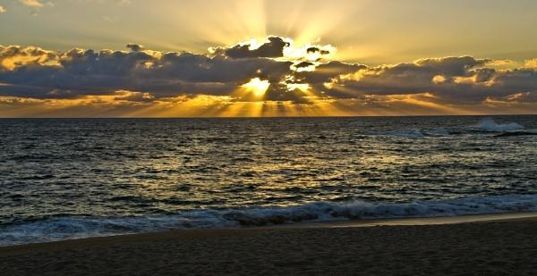 Atardecer en la playa by Azteca