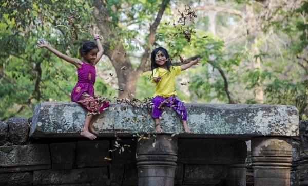 Jugando feliz by Azteca