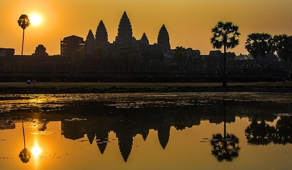Amanecer en Angkor by Azteca