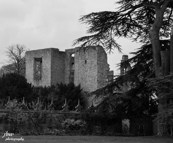 Old Hardwick Hall by Jodyw17