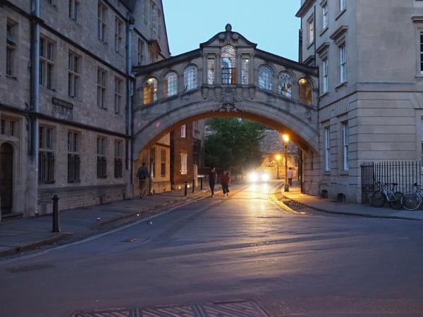 OxfordÂ's Bridge of sighs, at night. by caj26