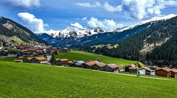 Suiza desde el tren by Azteca