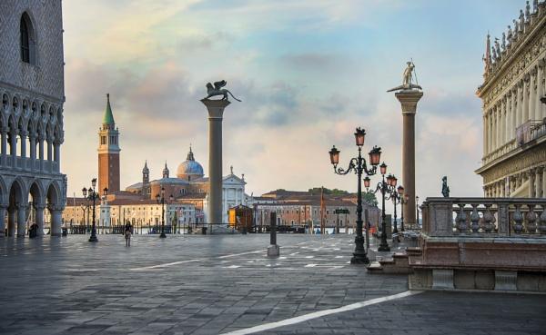 Desde la plaza San Marcos, Venecia, Italia. by Azteca