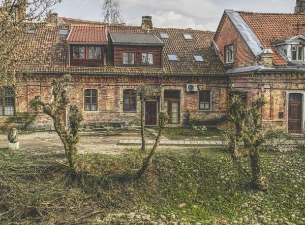 House by Danas