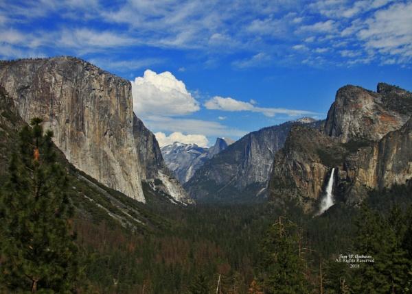 Yosemite Valley by f4fwildcat