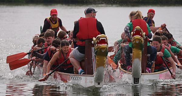Dragon boat racing by notsuigeneris