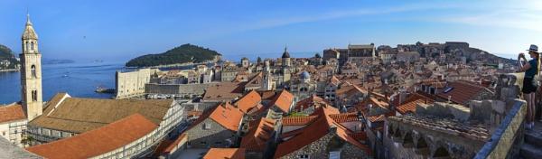 Sobre los techos de Dubrovnik Croacia by Azteca