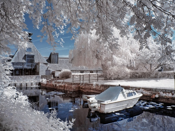 Beccles Quay - Infrared by Adee
