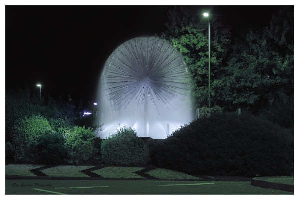 Dandelion Fountain By Night by Lord_Raglan