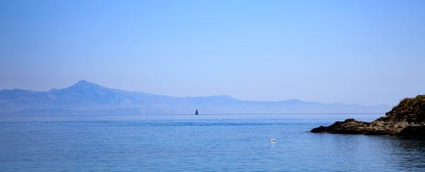 Lone yacht by Johnsodav